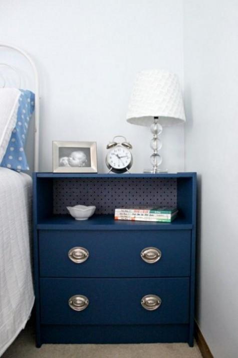 Eine IKEA Rast Kommode in Navy, mit innenliegendem Kontaktpapier und schicken Metallknöpfen