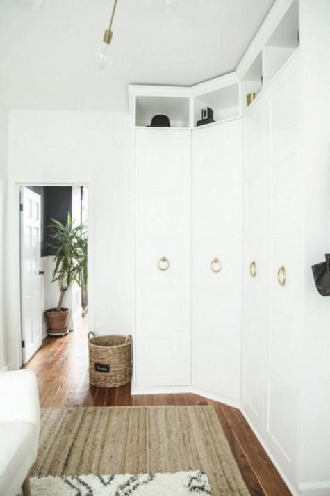stilvolle Messinggriffe verändern das Aussehen eines IKEA Pax ist eine schicke und mutige Idee