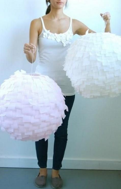 Wunderschöne geschmiedete Pendelleuchten aus IKEA Regolit Lampenschirmen und Krepppapier sowie ein Ombre-Effekt