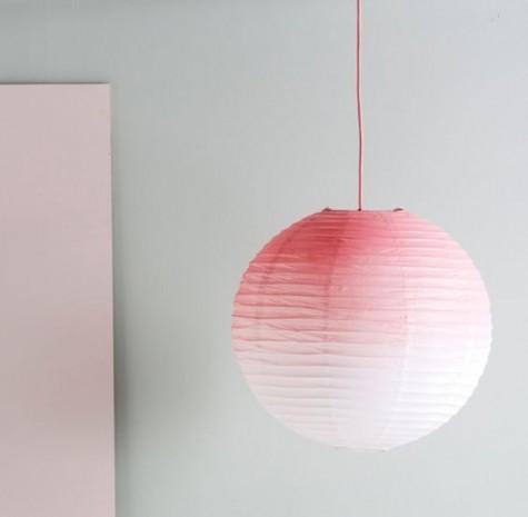 Ombre ist ein heißer Trend, machen Sie einen Regolit-Lampenschirm mit etwas heller Sprühfarbe auf