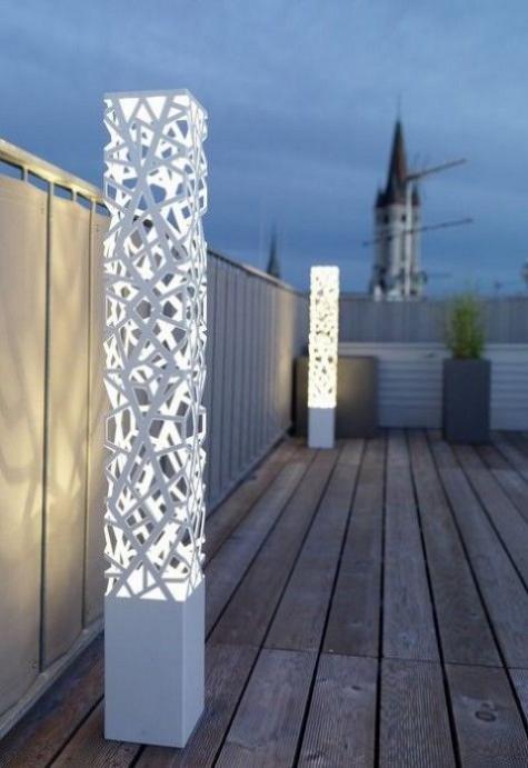 weiße lasergeschnittene säulen als original stehlampen