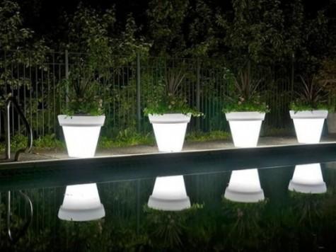 lampen und pflanzgefäße in einem für mehr funktionalität